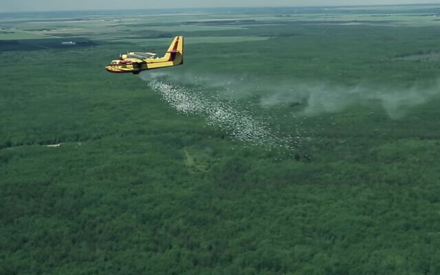 A plane releases fire-extinguishing pellets using Elbit's HyDrop high-altitude firefighting technology. (YouTube screenshot)