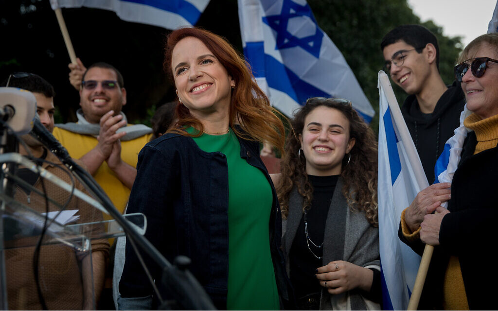 Stav Shaffir holds a press conference on Rothschild Boulevard in Tel Aviv announcing she will not run in upcoming elections, January 15, 2020. (Miriam Alster/FLASH90)