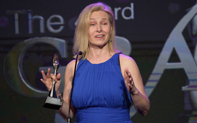 Mary Louise Kelly accepts a journalism award for her work with NPR, May 22, 2018, in Beverly Hills, Calif. (Richard Shotwell/Invision/AP)