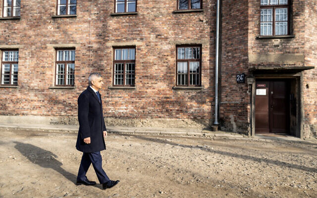 Mayor of London Sadiq Khan visits the memorial site of the former German Nazi death camp Auschwitz during ceremonies to commemorate the 75th anniversary of the camp's liberation in Oswiecim, Poland, January 27, 2020. (Wojtek RADWANSKI/AFP)