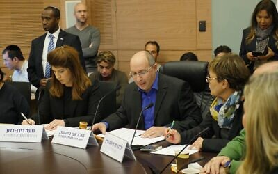 Blue and White MK Avi Nissenkorn (C) opens the Knesset Arrangements Committee, January 13, 2020. (Knesset)