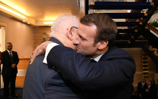 President Reuven Rivlin greets French President Emmanuel Macron (R) at the President's Residence in Jerusalem on January 22, 2019. (Mark Neyman/GPO)