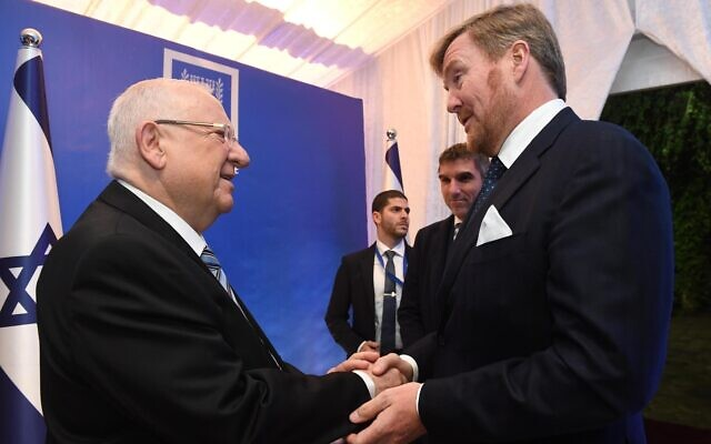 President Reuven Rivlin greets Dutch King Willem-Alexander (R) at the President's Residence in Jerusalem on January 22, 2019. (Mark Neyman/GPO)