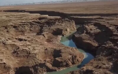 Israel's 'answer to the Grand Canyon.' The 'secret river' by the Dead Sea 'discovered' by Kan TV, January 2020. (Kan TV screenshot)