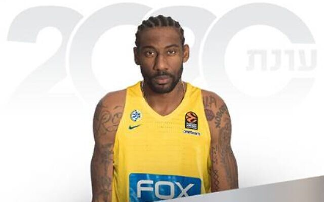 Amar'e Stoudemire wearing the Maccabi Tel Aviv jersey in a promotion photo published by the basketball team on January 22, 2020. (Maccabi Tel Aviv)