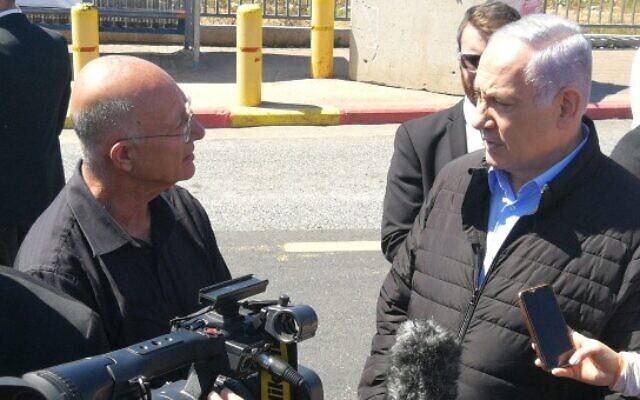 Ariel Mayor Eli Shaviro (L) with Prime Minister Benjamin Netanyahu at the Ariel Junction on March 18, 2019. (Courtesy)