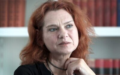 Exiled Turkish writer and human rights activist Asli Erdogan answers AFP journalists' questions during an interview in Frankfurt am Main, western Germany, July 23, 2018. (Daniel ROLAND/AFP)