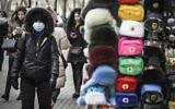 People walk along Arbat pedestrian street in downtown Moscow on February 19, 2020 (Alexander NEMENOV / AFP)