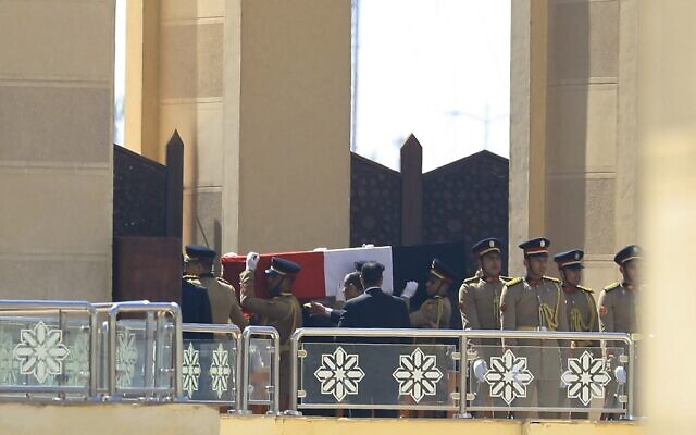 Egyptian honor guards carry the coffin of former president Hosni Mubarak during his funeral ceremony at Cairo's Mosheer Tantawi mosque in the eastern outskirts of the Egyptian capital on February 26, 2020 (Khaled DESOUKI / AFP)