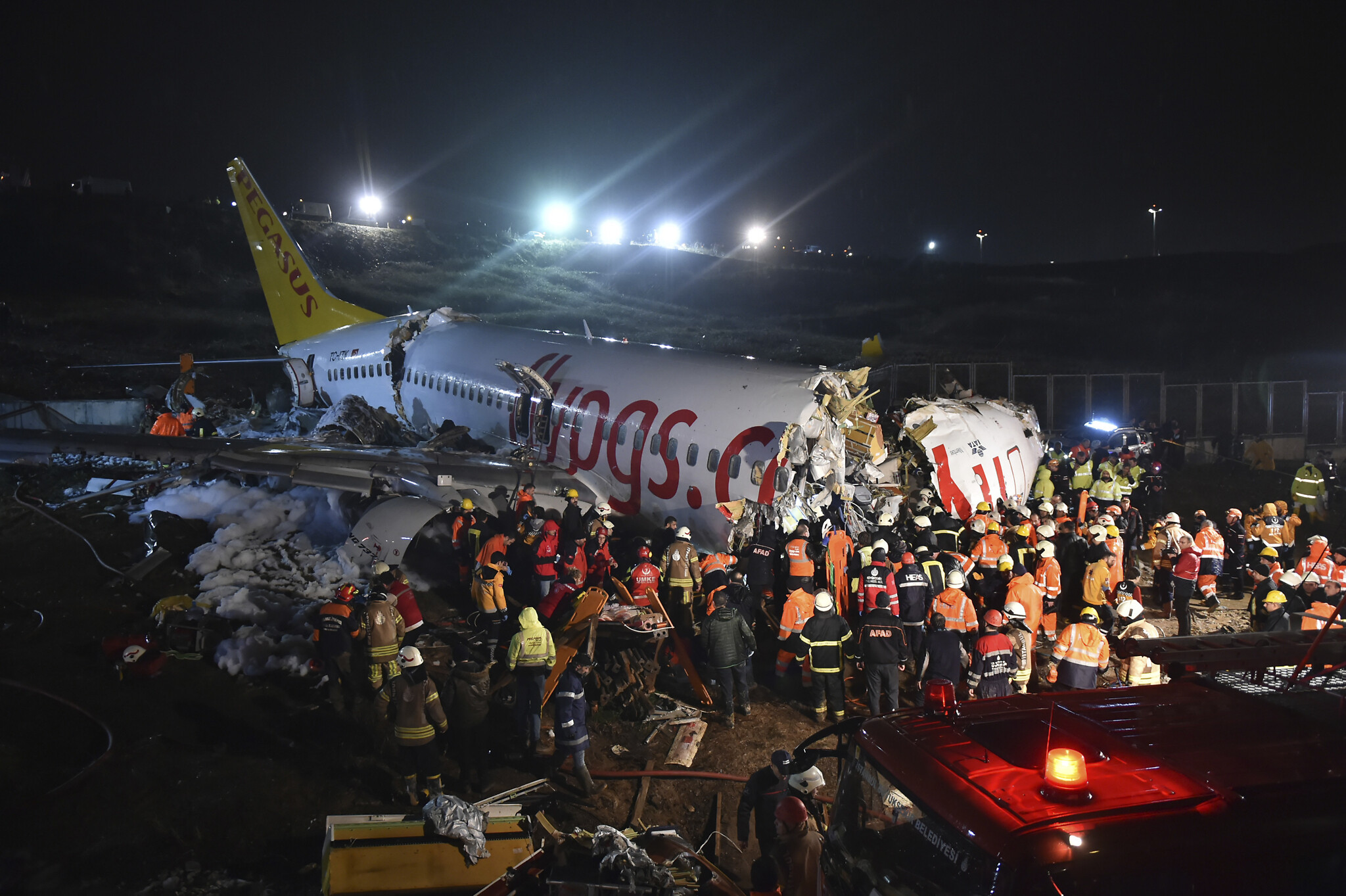 Airliner skids, breaks into three parts in Istanbul; 3 dead, 179 injured |  The Times of Israel