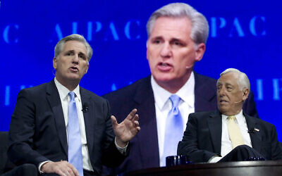 Republican Representative Kevin McCarthy of California, left, accompanied by Democratic Representative Steny Hoyer of Maryland, speaks at the 2017 American Israel Public Affairs Committee (AIPAC) Policy Conference at the Verizon Center in Washington, March 27, 2017. (AP Photo/Jose Luis Magana)