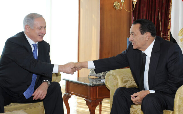 The President of Egypt Hosni Mubarak meets with Prime Minister Benjamin Netanyahu at Sharm el-Sheikh in Egypt  concerning the renewal of the negotiations with the Palestinians, January 6, 2011 (GPO)