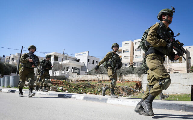 Israeli troops clash with Palestinians during a manhunt in the West Bank town of Beit Jala on February 6, 2020. (Wisam Hashlamoun/Flash90)