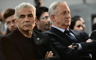 Yair Lapid (left) and Benny Gantz speak to supporters in Tel Aviv, on February 20, 2020. (Tomer Neuberg/Flash90)