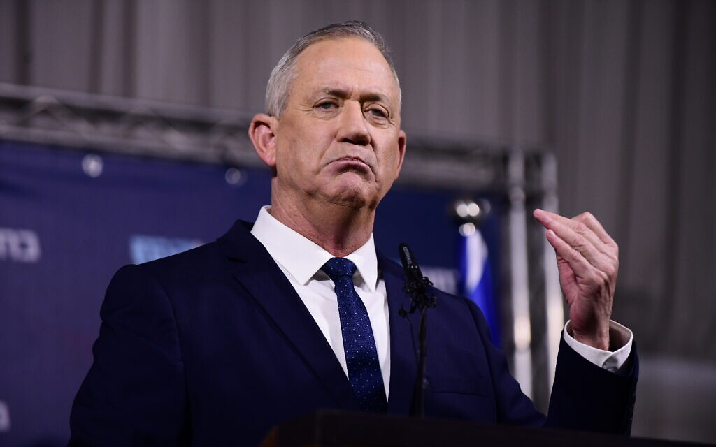 Blue and White party leader Benny Gantz gestures at a press conference at Kfar Hamaccabia on February 26, 2020. (Tomer Neuberg/Flash90)