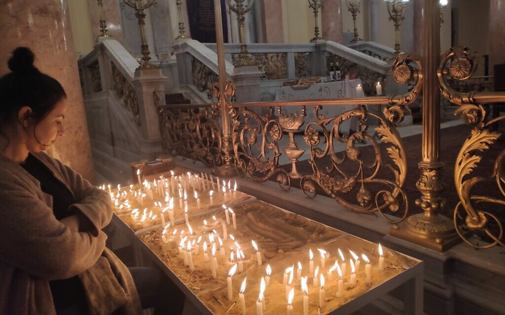 A table with candles at the Eliyahu Hanavi synagogue in Alexandria, Egypt, February 14, 2020. (David Lisbona)