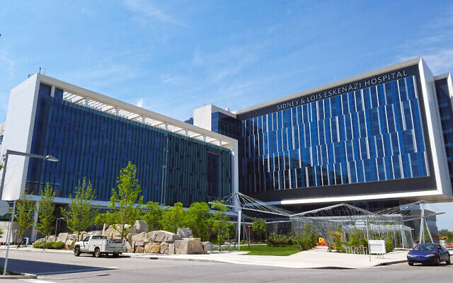 The Sidney and Lois Eskenazi Hospital in Indianapolis. (Momoneymoproblemz via Wikimedia Commons)