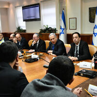 Prime Minister Benjamin Netanyahu, center, chairs a meeting to discuss the economic impact of the coronavirus, Jerusalem, Feb. 25, 2020. (Haim Zach/GPO)