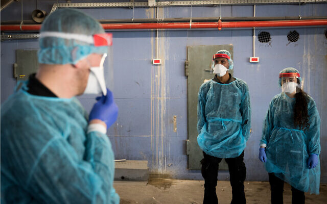 Hospital staff prepare for the arrival of a Chinese woman at the Shaare Zedek Medical Center in Jerusalem amid fears she is infected with the coronavirus, January 27, 2020. (Yonatan Sindel/Flash90)