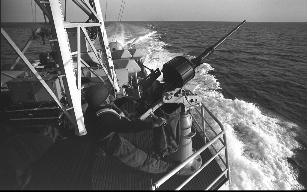 An anti-aircraft gunner onboard a missile boat during the Yom Kippur War, October 11, 1973. (Alon Reininger/GPO)