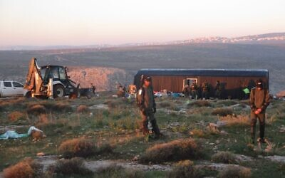 Security forces raze illegal structures at the Ma'ale Shlomo, February 5, 2020 (Honenu)