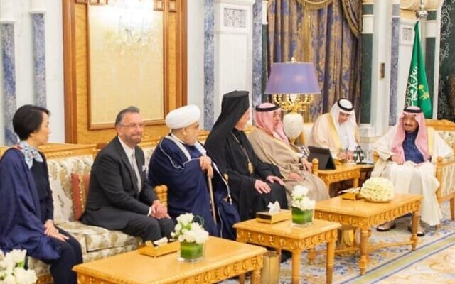 Rabbi David Rosen, second from left, meeting with Saudi King Salman at the royal palace in Riyadh, February 2020 (courtesy KAICIID)