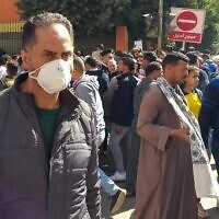 Egyptians gather in downtown Cairo as they wait to get tested for coronavirus on March 8, 2020. (Khaled DESOUKI / AFP)