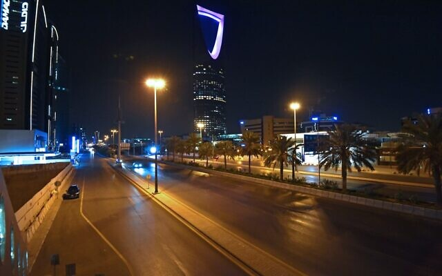 A picture taken on March 23, 2020, shows the empty King Fahd road in the Saudi capital Riyadh after authorities imposed a curfew for 21 days to curb the spread of the COVID-19 coronavirus pandemic. (FAYEZ NURELDINE/AFP)