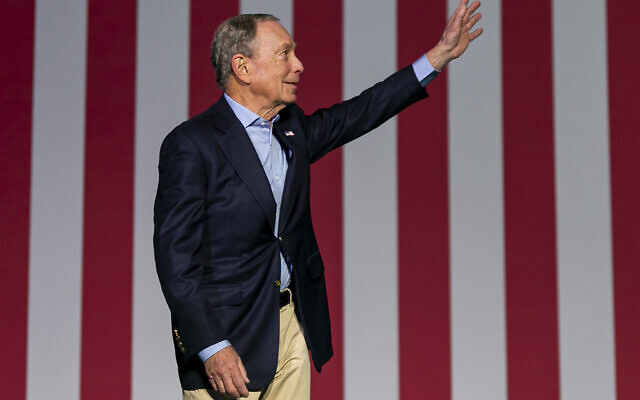 Democratic US presidential candidate Mike Bloomberg waves to supporters as he arrives to his campaign rally at the Palm Beach County Convention Center in West Palm Beach, Florida, March 3, 2020. (Matias J. Ocner/Miami Herald via AP)