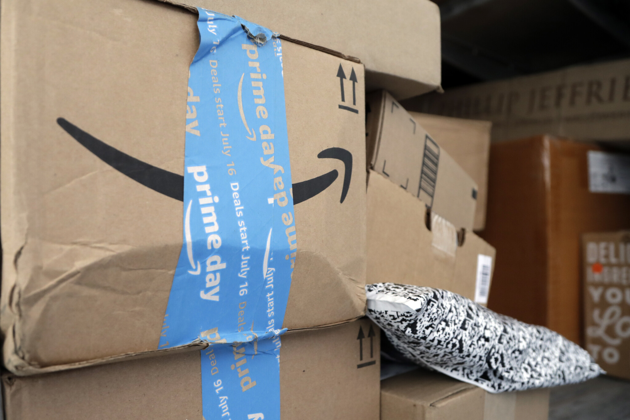 Amazon to provide free shipping to Palestinians after PA