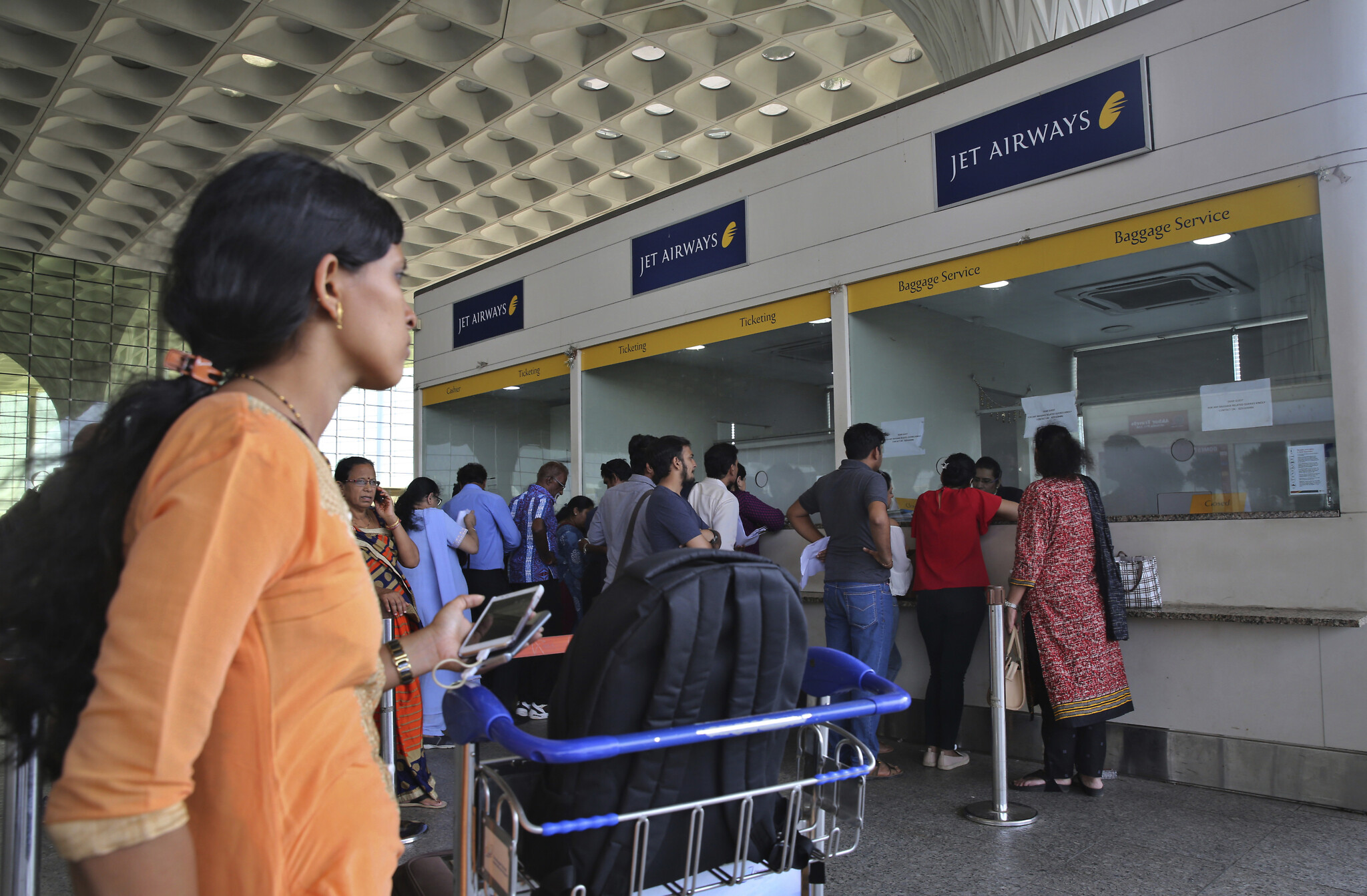 Coronavirus: India suspends visa for travellers
