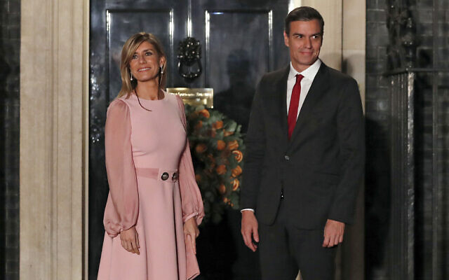Spanish Prime Minister Pedro Sanchez and his wife Begona Gomez arrive at 10 Downing Street in London, December 3, 2019 (AP Photo/Alastair Grant, File)