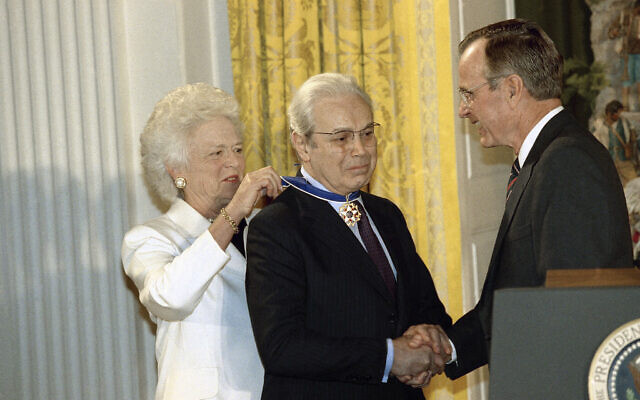 UN Secretary General Javier Perez de Cuellar is awarded the Medal of Freedom at the White House in Washington on Thursday, Dec. 12, 1991 by US President and Mrs. George H. Bush for his efforts in obtaining the release of American hostages.(AP Photo/Jerome Delay)