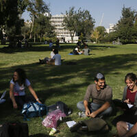 Illustrative: Students seen at the Givat Ram campus of the Hebrew University of Jerusalem, October 27, 2014. (Miriam Alster/FLASh90)