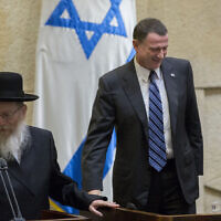 Health Minister Yaakov Litzman (L) seen with speaker of the Israeli parliament Yuli Edelstein, after being sworn on September 2, 2015. (Yonatan Sindel/Flash90)