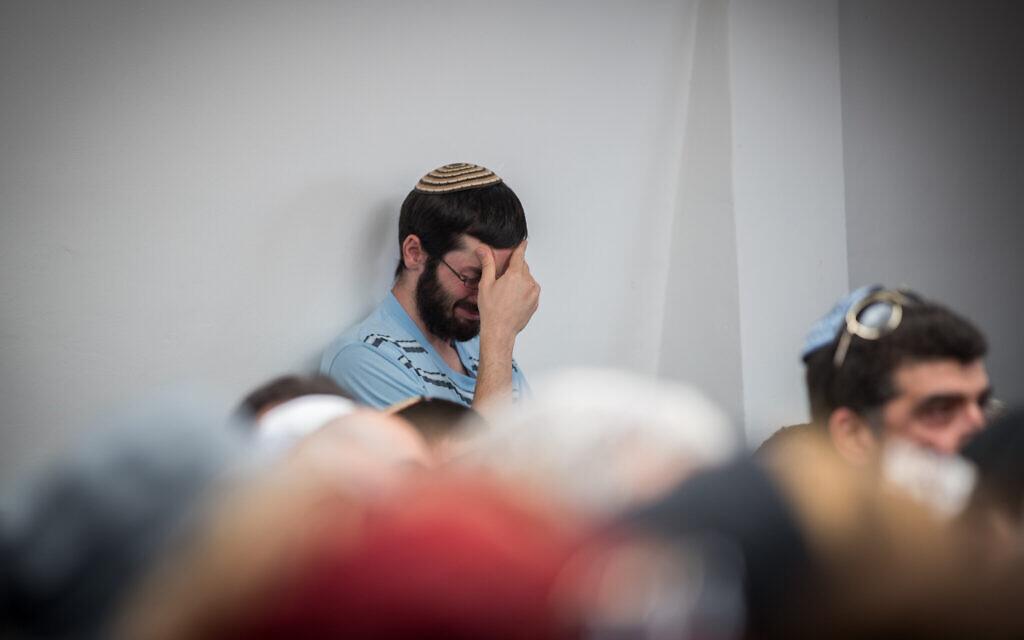 Illustrative: Israelis mourn teens drowned in flash flooding, April 27, 2018. (Photo by Yonatan Sindel/Flash90)