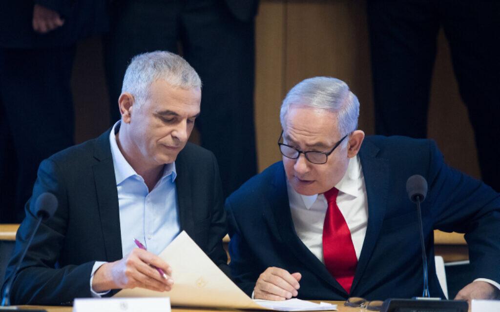 Prime Minister Benjamin Netanyahu (R) and Finance Minister Moshe Kahlon in Jerusalem on March 11, 2019 (Aharon Krohn/Flash90)