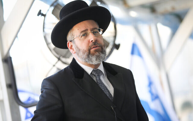 Israel's Ashkenazi Chief Rabbi David Lau at the Western Wall, in the Old City of Jerusalem, July 21, 2019. (Noam Revkin Fenton/Flash90)