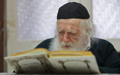 Rabbi Chaim Kanievsky at his home in Bnei Brak on December 26, 2019. (Yaakov Nahumi/Flash90)