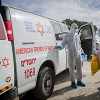 Medical staff seen after the arrival of a patient to the Shaare Zedek Medical Center in Jerusalem, over suspicions she may be infected with the Coronavirus on January 27, 2020. (Yonatan Sindel/Flash90)