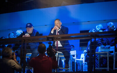 Benny Gantz, center, at an election campaign event in Tel Aviv on February 29, 2020. (Miriam Alster/Flash90)