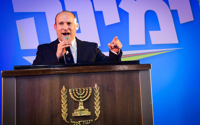 Yamina chairman Naftali Bennett gives a victory speech to supporters in Kfar Maccabiah after exit polls are released on March 2, 2020. (Flash90)