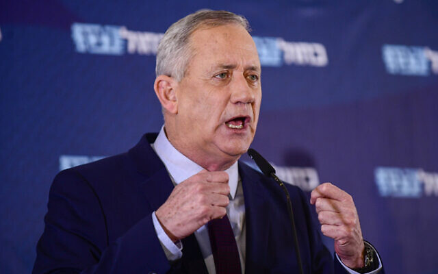 Blue and White party chief Benny Gantz holds a press conference at Kfar Maccabiah on March 7, 2020. (Tomer Neuberg/Flash90)