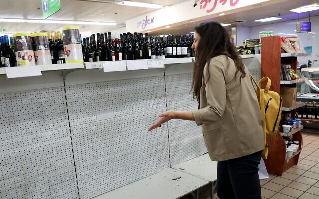 Empty shelves in a supermarket in Tel Aviv. People are stocking up on food supplies in fear they may run out, or have to be in self-quarantine, as Israel takes stricter precautions on the coronavirus. March 10, 2020. (Yossi Zamir/FLASH90)