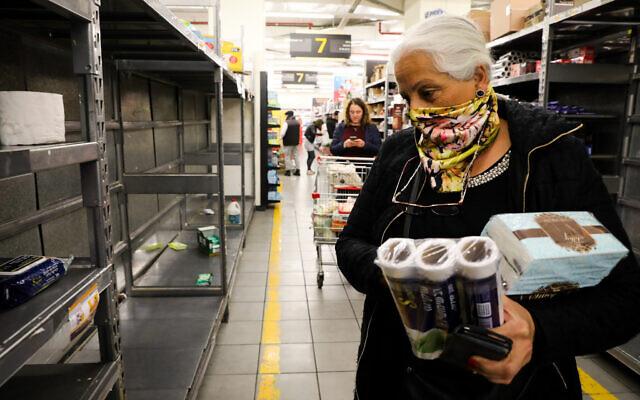 Israelis buy food at a supermarket in Jerusalem on March 14, 2020. (Yossi Zamir/Flash90)