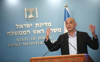 Israel's finance minister, Moshe Kahlon, speaks at a press conference at the Prime Minister's office in Jerusalem, on March 16, 2020. (Yonatan Sindel/Flash90)