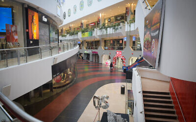 View of closed shops in the empty Dizengoff Center, in Tel Aviv on  March 19, 2020 (Avshalom Sassoni/Flash90)