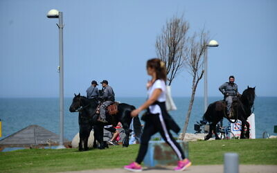 Israeli police at the Tel Aviv beach promenade on March 23, 2020. Police were dispatched all over the country to keep people from gathering in public spaces in an effort to contain the spread of the coronavirus. (Tomer Neuberg/Flash90)