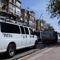 Police patrol the ultra-Orthodox Jewish town of Bnei Brak, on March 30, 2020. (Tomer Neuberg/Flash90)