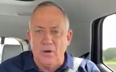 A screenshot from an altered video Prime Minister Benjamin Netanyahu shared of Blue and White chairman Benny Gantz appearing to call on voters not to back his party, March 2, 2020. (Screen capture: Twitter)